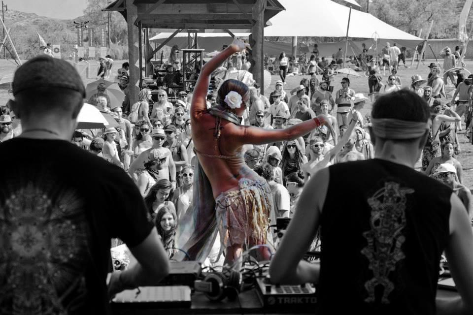 Desert Dwellers Performing 02