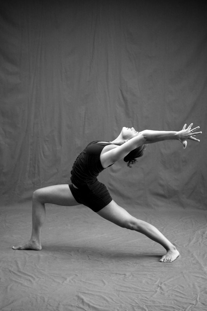 Suki Dalury in Virabhadrasana 1; photo By Zoe Zimmerman for Sundara Studios 2013